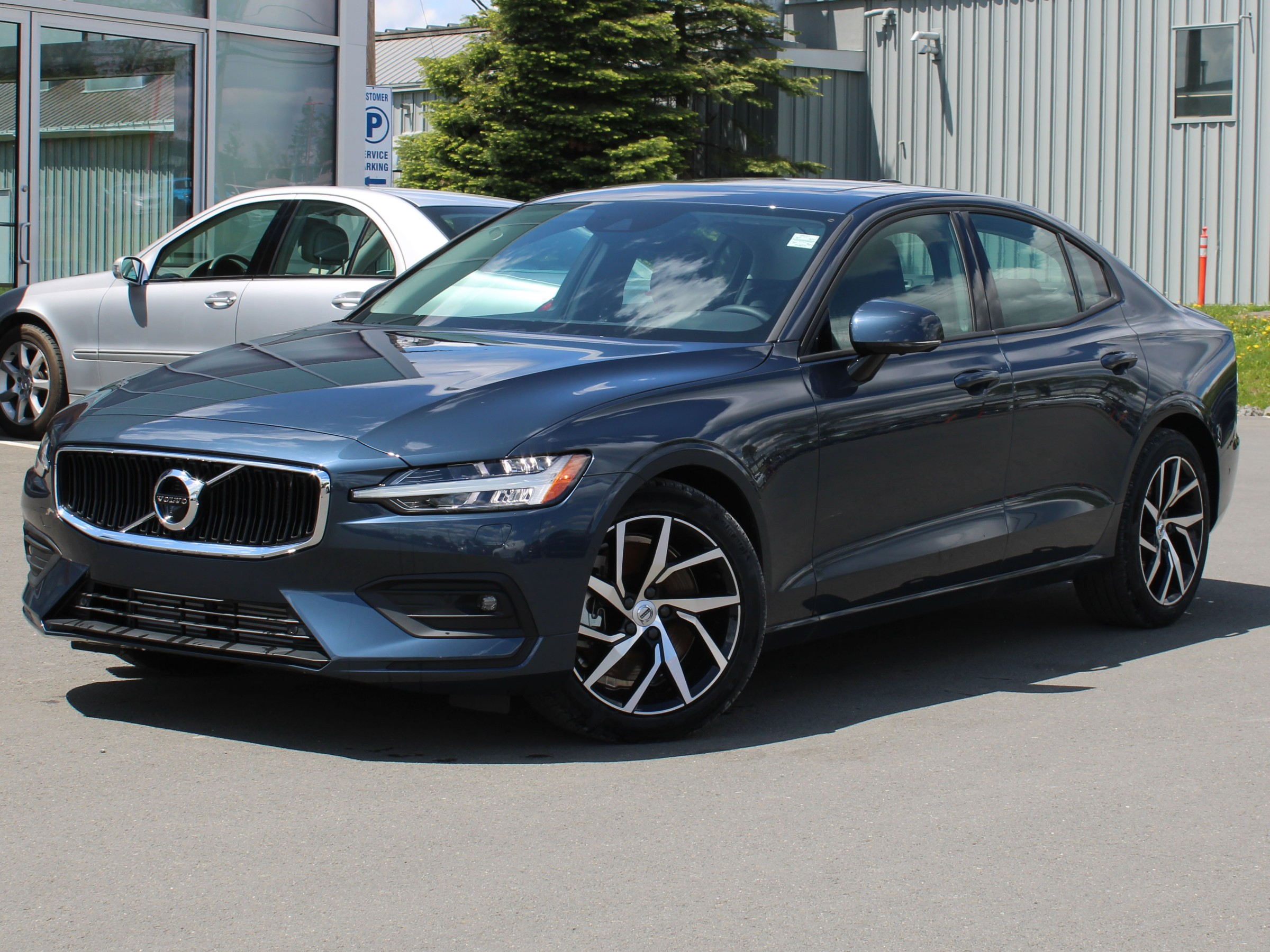 9721b93451f New 2019 Volvo S60 T6 Momentum Intermediate Luxury in Fredericton ...