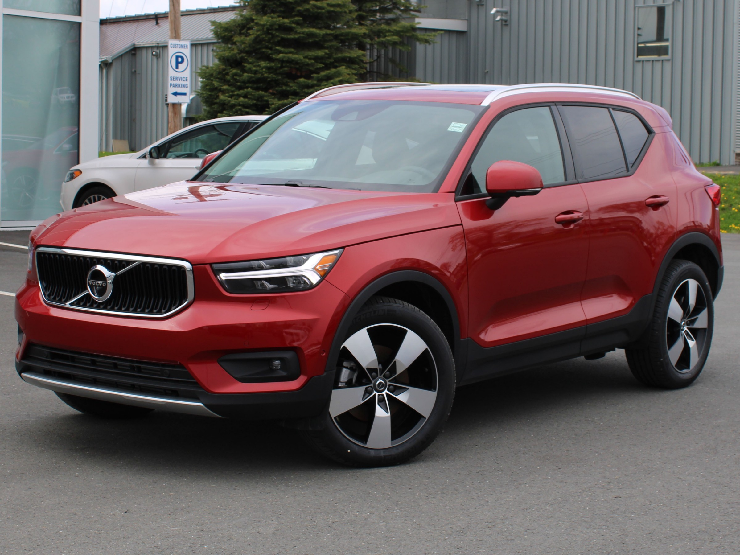 Certified Pre-Owned 2019 Volvo XC40 T5 Momentum