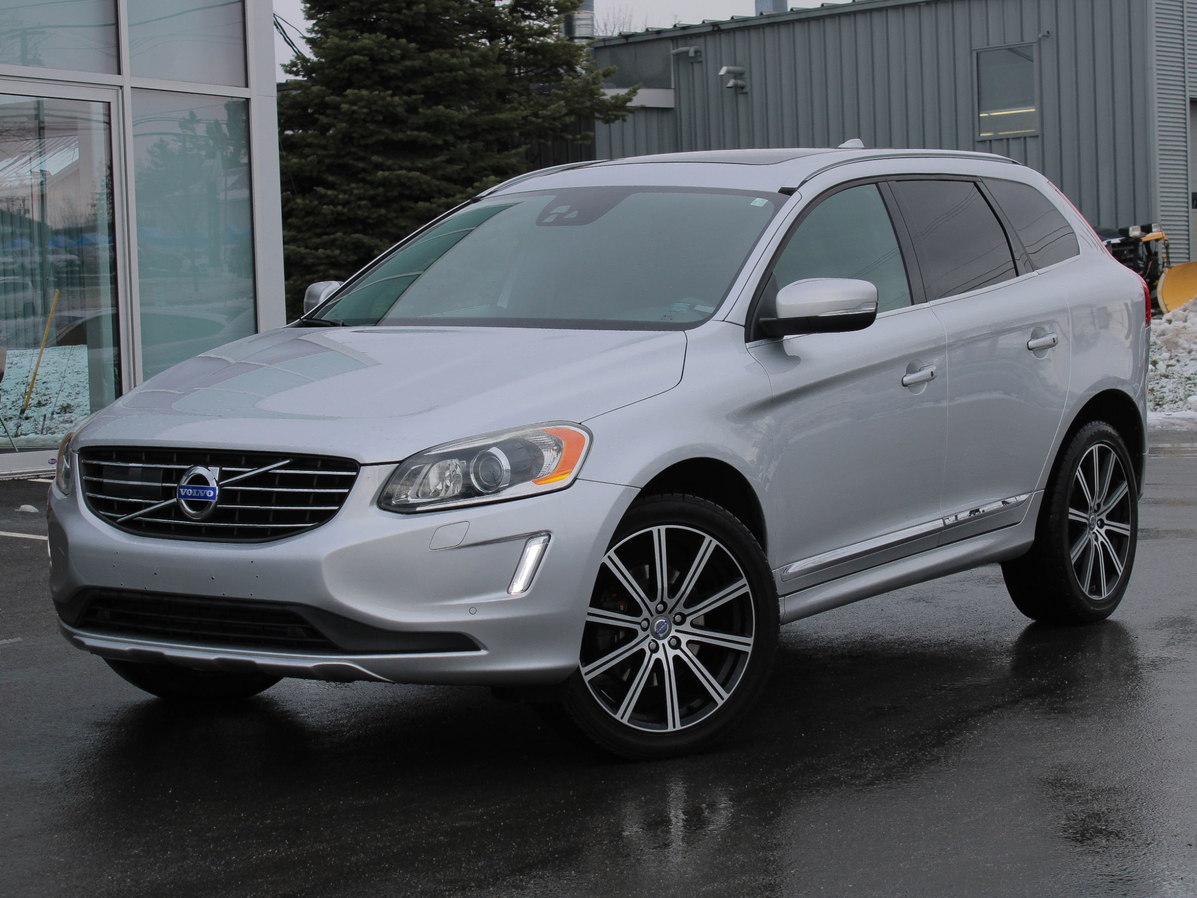 Certified Pre-Owned 2015 Volvo XC60 T6 Platinum