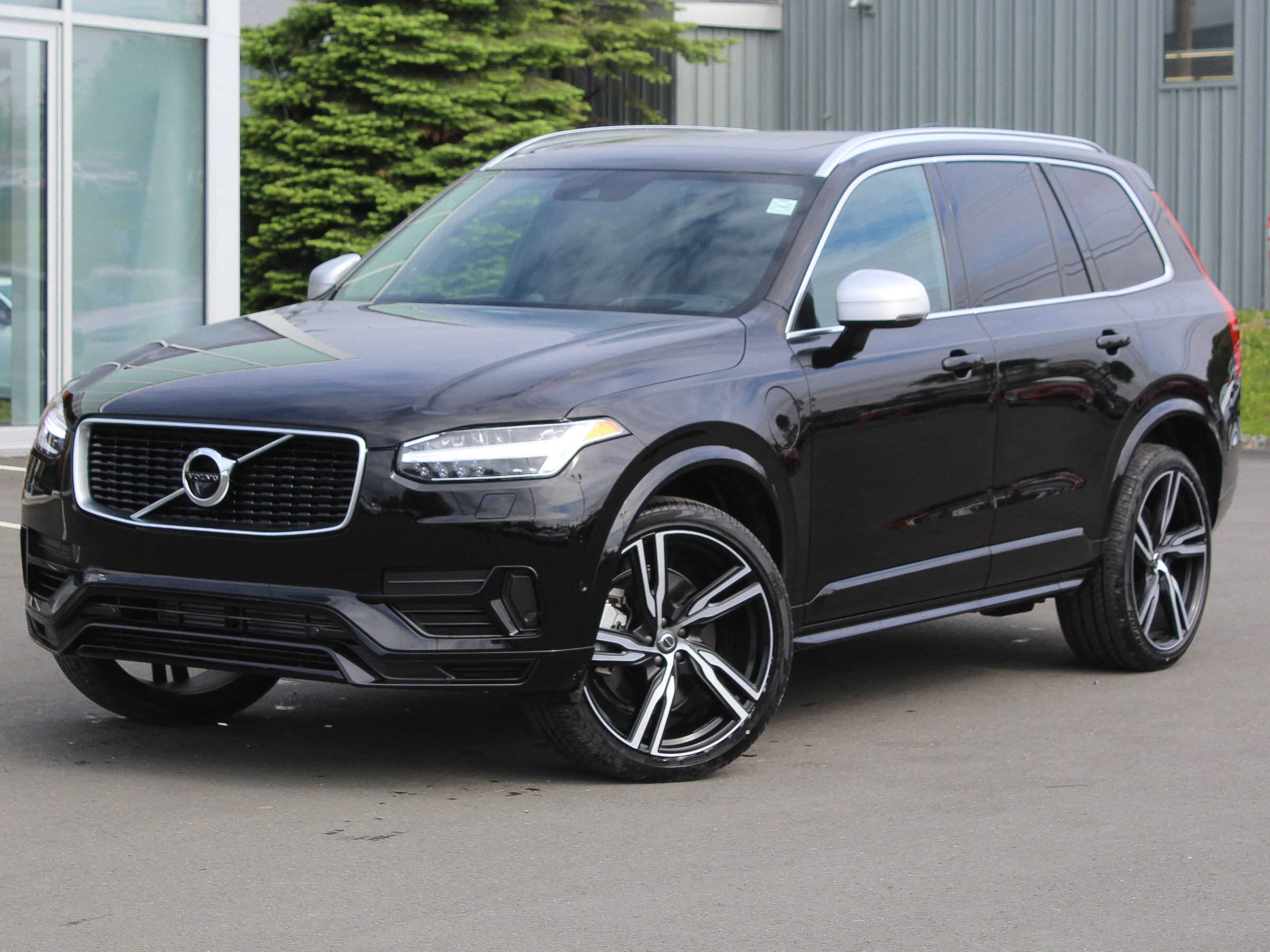 New 2019 Volvo XC90 Hybrid T8 R-Design