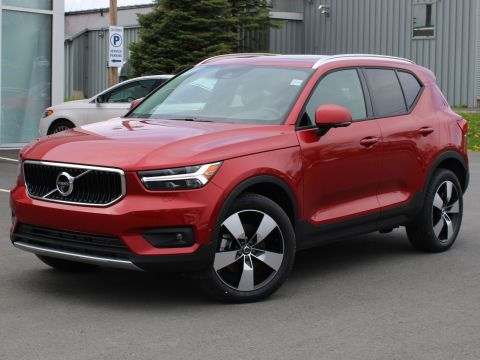 Certified Pre-Owned 2019 Volvo XC40 T5 Momentum AWD